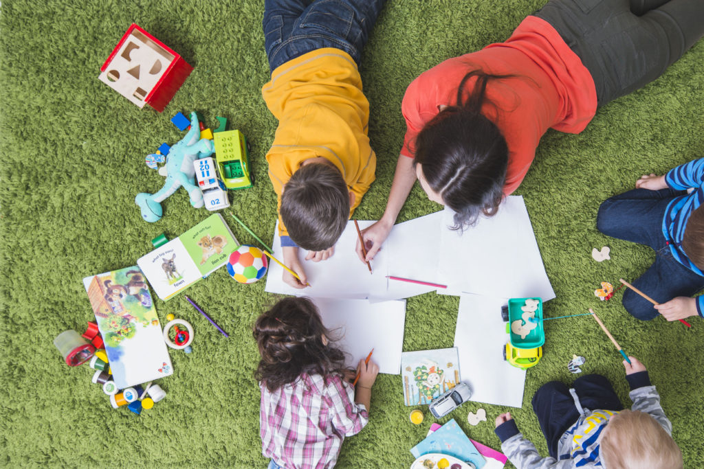 children-drawing-playing